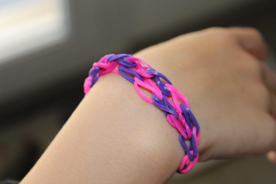 Bracelet elastique, c'est encore à la mode ?