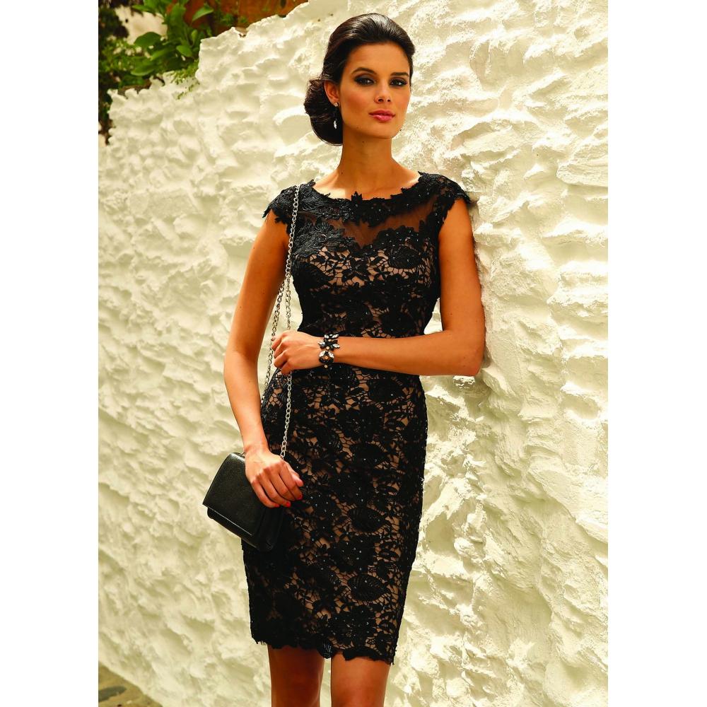 Robes noires habill es for Robe courte pour la noce