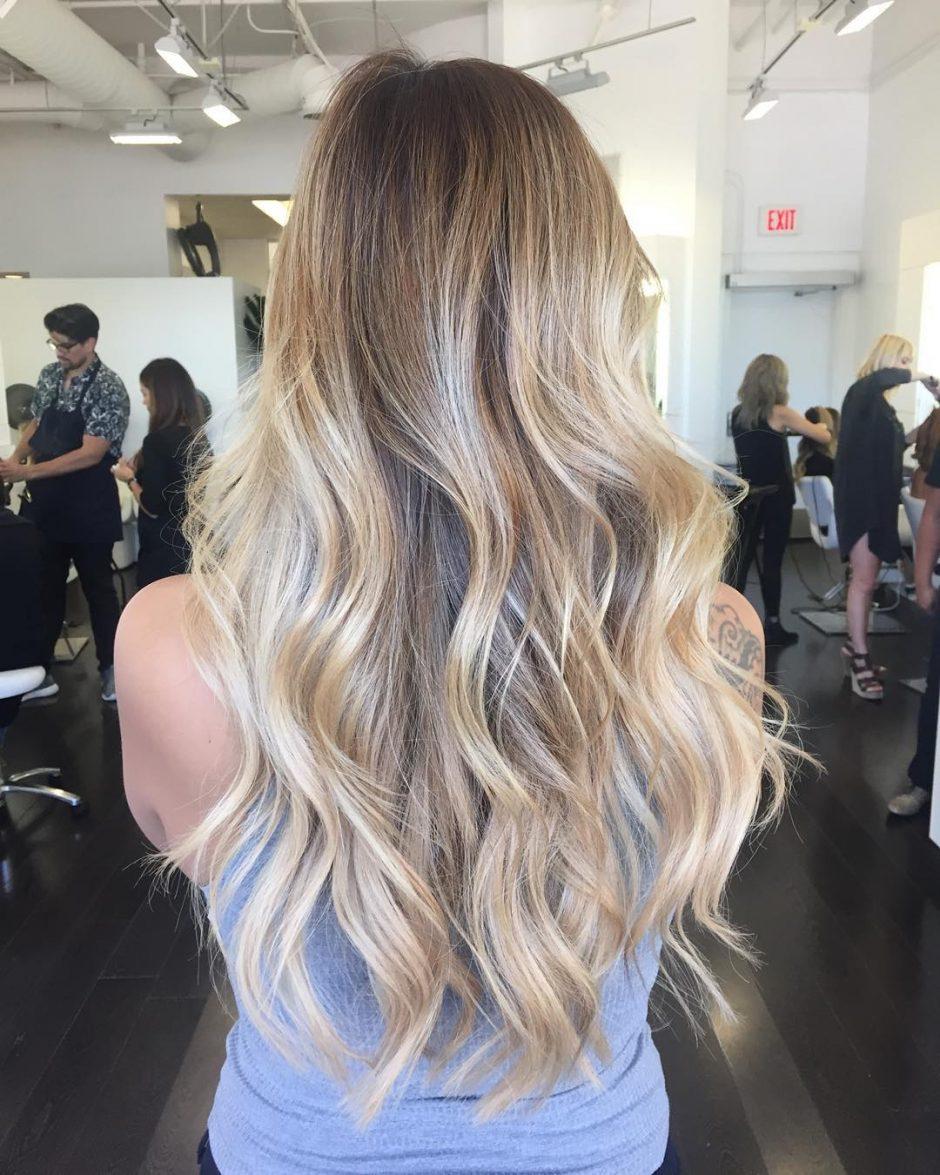 Balayage blond, une couleur qui amène de l'éclat aux cheveux